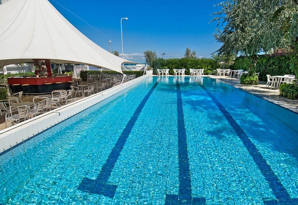 Albergo con piscina senigallia hotel sul mare con ampia - Hotel con piscina senigallia ...
